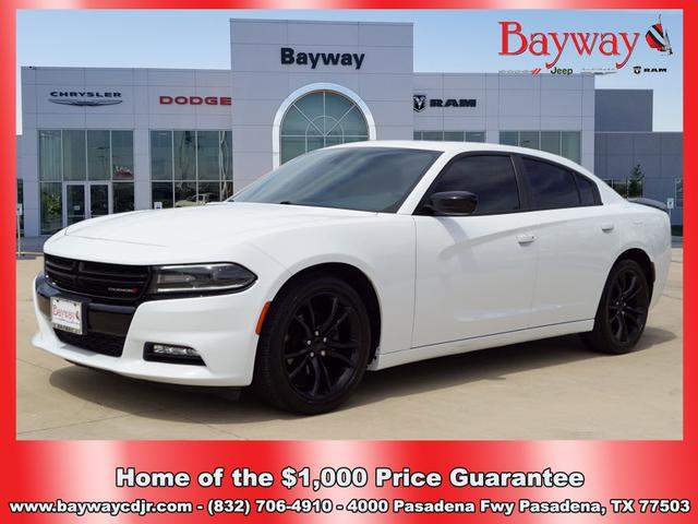 Pre-Owned 2016 Dodge Charger SXT
