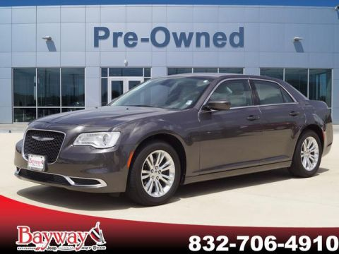 PRE-OWNED 2017 CHRYSLER 300 LIMITED RWD SD